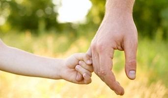 Cabe otorgar la guarda y custodia de una menor a su tía en lugar de al padre cuando la convivencia sea más beneficiosa