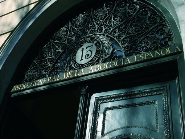El Colegio de Abogados de Bizkaia y el Consejo General de la Abogacía Española acuerdan la cesión telemática de datos tributarios para tramitar la Justicia Gratuita