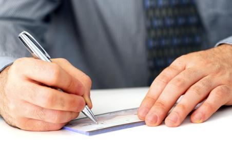 No cabe responsabilidad del Banco por pagar un cheque falsificado