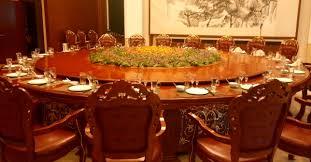 En las comidas oficiales ¿comemos o trabajamos?