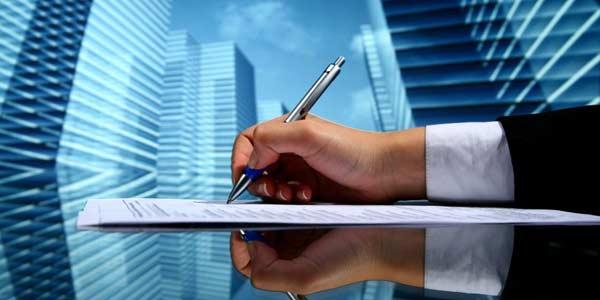 Los salarios de tramitación los podrá reclamar el empresario que los pagó, y el trabajador en caso de insolvencia provisional del empresario