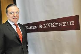 Baker & McKenzie se convierte en el mayor bufete del mundo por ingresos