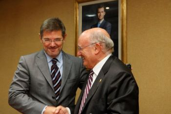Catalá promete en su visita a la Abogacía diálogo y consenso para abordar las reformas que necesita la Justicia