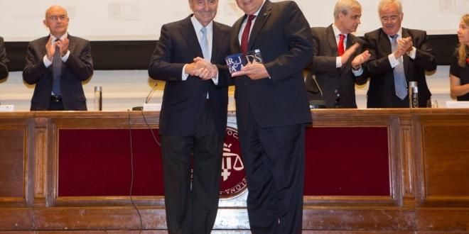 Roca Junyent concede el segundo reconocimiento Derecho y Sociedad al presidente de honor de la Asociación Internacional de Derecho Penal, M. Cherif Bassiouni