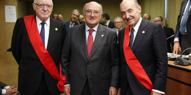 Miquel Roca recibe la Gran Cruz al Mérito en el Servicio de la Abogacía