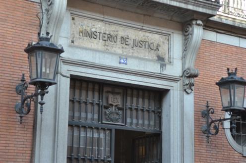 El Ministerio de Justicia habilita dos líneas de teléfono y un chat para que los ciudadanos puedan realizar consultas