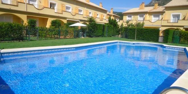 Tanto los propietarios de pisos como de garajes tienen derecho a la piscina comunitaria
