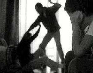 Si un padre es condenado por maltrato puede perder el régimen de visitas de su hijo