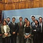 Catalá emplaza a los jóvenes abogados a seguir siendo críticos y activos en la reforma de la Justicia