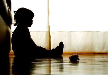 La declaración de desamparo de un menor no puede basarse exclusivamente en la enfermedad mental de la madre
