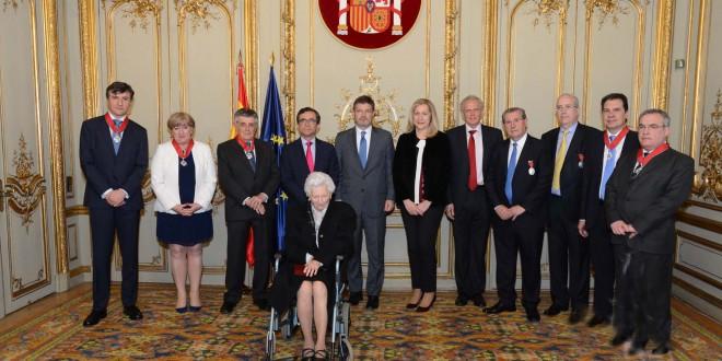 El ministro condecora a varios notarios y oficiales de notarías