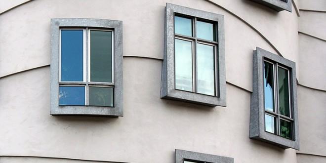 Indemniza a su vecino porque el peso de sus nuevas ventanas deformó las del piso de abajo