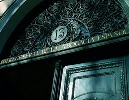 La Abogacía denuncia que la CNMC podría estar protegiendo los intereses de Bankia al pretender controlar la adecuación a derecho de las resoluciones judiciales