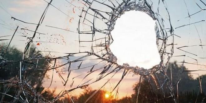 Condena a unos padres a pagar los daños causados por su hijo menor al autobús contra el que lanzó piedras