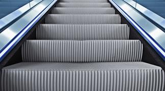 Responsabilidad civil extracontractual por caída en la cinta mecánica de un centro comercial