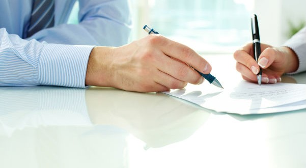 No es abusiva la cláusula en un contrato de préstamo con garantía hipotecaria que permite la venta extrajudicial