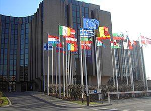 Los Estados miembros pueden exigir el permiso de residencia a los ciudadanos que soliciten prestaciones sociales