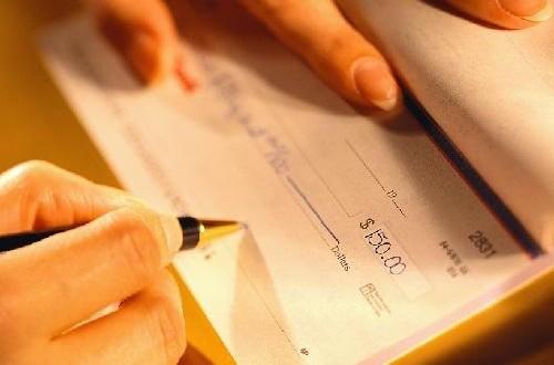 El tomador que endosó el pagaré en blanco carece de legitimación cambiaria para reclamar al avalista los gastos de devolución por el primer impago