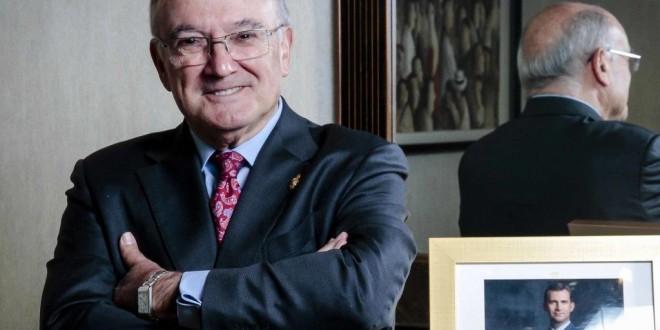 Carlos Carnicer, premio extraordinario del CGAE