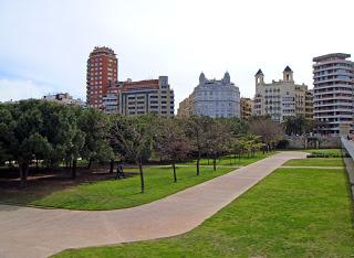 El cálculo del aprovechamiento urbanístico debe realizarse una vez excluidos los terrenos destinados a espacios públicos.