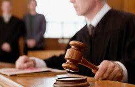 Libertad vigilada para un menor que está siendo juzgado