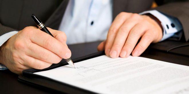 Los notarios reclaman que están cobrando lo fijado por ley