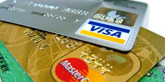 Reclamación de cantidad por contrato de tarjeta de crédito. Abusividad de cláusulas contractuales