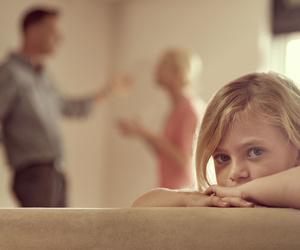 Absuelven a una madre de abofetear a su hijo