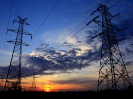 En un contrato de suministro de energía es posible reclamar tanto a la distribuidora como a la comercializadora