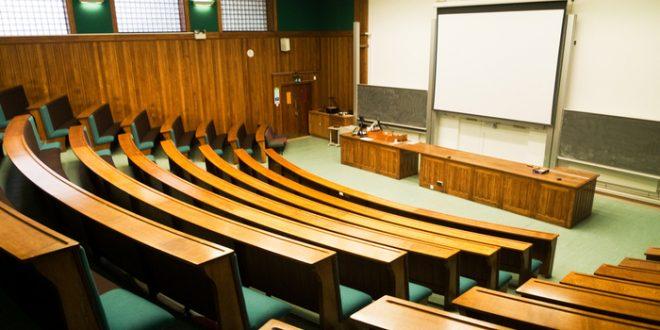 Un profesor universitario es condenado por prevaricación por sobresaliente a una alumna sin presentarse al examen