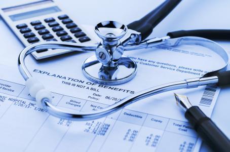 Se rechaza el reintegro de gastos médicos por una operación de cambio de sexo en un centro privado