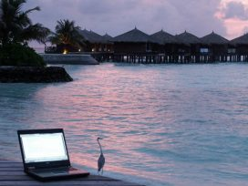 No puede exigirse a un trabajador que disfrute sus vacaciones antes de determinar su derecho a que sean retribuidas