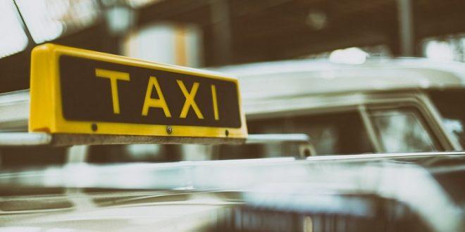El Ministerio de Fomento adoptará medidas urgentes destinadas a mejorar la situación en el sector del taxi y en el del alquiler de vehículos con conductor