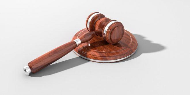 El Tribunal del Jurado es incompetente para enjuiciar por malversación a personas que no sean funcionarios públicos