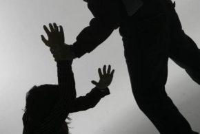 Absolución de un delito de violencia familiar por concurrir la eximente completa del 20.1 CP