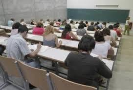 La relación que une a los profesores con las academias que imparten cursos de formación profesional ocupacional es laboral