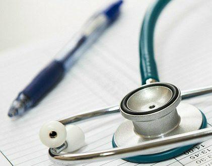 Demanda de juicio ordinario por rescisión unilateral de contrato de seguro por enfermedad