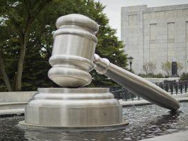 El Supremo absuelve a un acusado de matar a un padre y su hija
