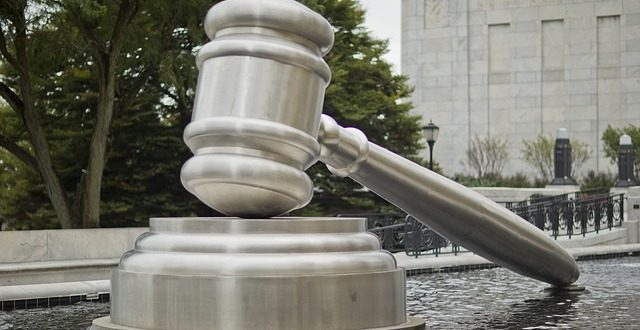 La medición de la distancia de una orden de alejamiento debe establecerse por el juez o, en defecto, en línea recta