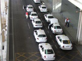 El taxi pone fin a la huelga en Madrid y quiere que el congreso regule las VTC