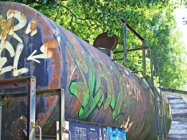 El AP de Alicante condena a 3 jóvenes grafiteros por detener un tren para pintarlo