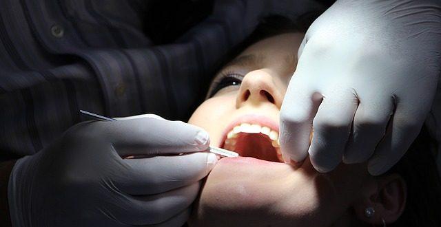 La Audiencia Nacional suspende las reclamaciones a entidades de crédito en un procedimiento contra una franquicia dental