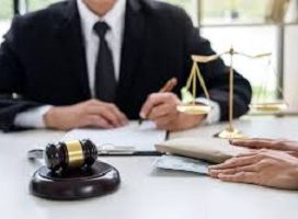 El Supremo condena a seis meses de prisión y dos años y medio de suspensión por estafa al abogado de la pareja de Gina Lollobrigida
