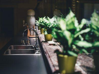 Demanda de juicio verbal en reclamación de cantidad por daños de mercancías en local y lucro cesante por fuga de agua en la vivienda del piso superior