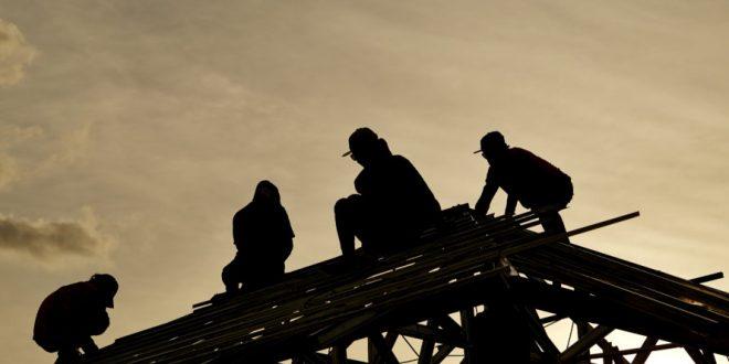 """La ministra de Economía dice que no ve """"productivo"""" deshacer la reforma laboral"""