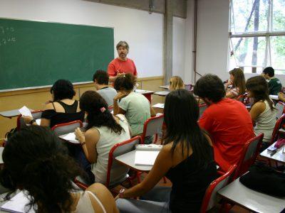 El TSJ de Castilla-La Mancha obliga a readmitir a alumna expulsada envuelta en una investigación penal
