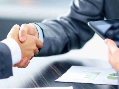 El nuevo Gobierno aprovecha la transposición de normativa europea para modificar un artículo de la Ley de Contratos de Sector Público