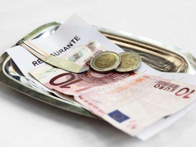 Propinas: cómo se tributan cuando se paga con tarjeta de crédito