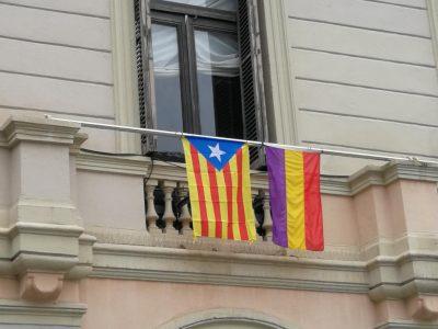 El Supremo prohíbe el uso de banderas no oficiales en el exterior de edificios públicos