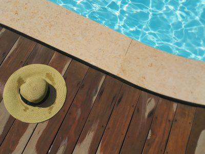 ¿Reclamar las lesiones sufridas tras resbalar en una piscina comunitaria? (Caso real)